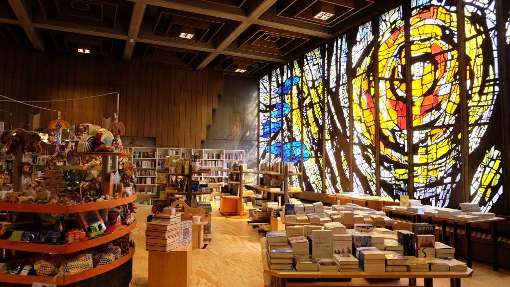 Blick in den Buchladen Buch und Spiel